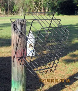 Spray painting wire basket